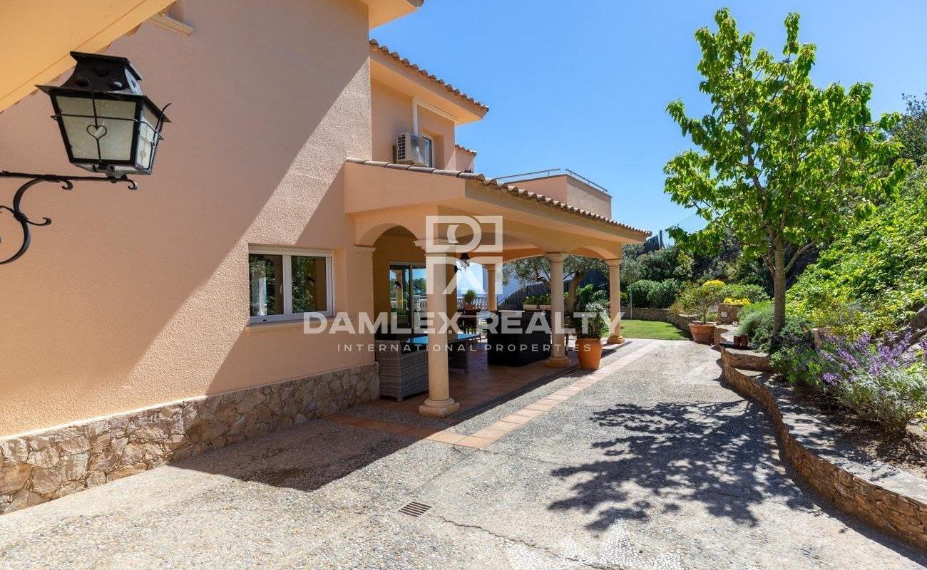 Spacious Mediterranean villa with stunning sea views near the center of Begur