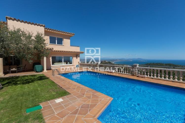 Spacious Mediterranean villa with stunning sea views near the center of Begur