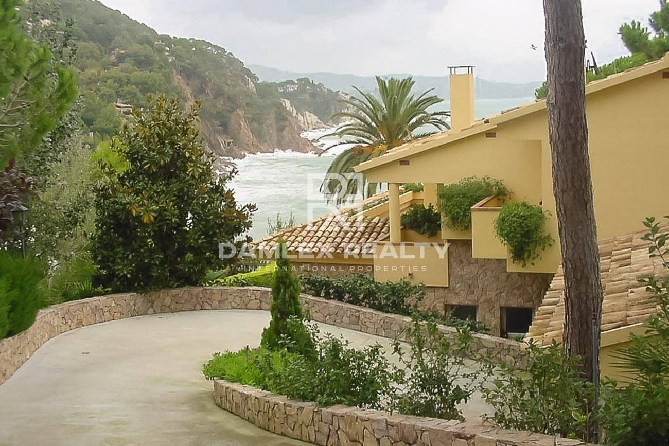 Costa Brava. First line beach villa in Cala San Francisco