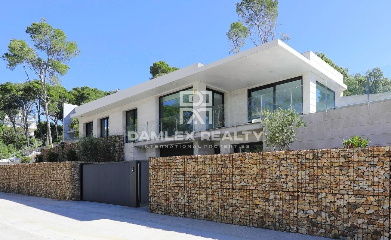 Beautiful new style construction house in Playa d`aro.