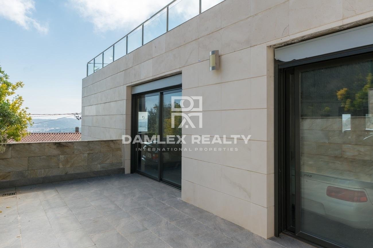 Contemporary villa with sea view on the heights of Lloret de Mar