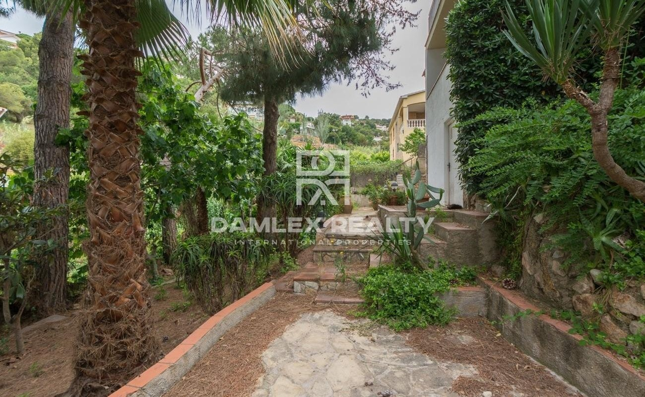 Villa to restore in a green environment 10min from the city center