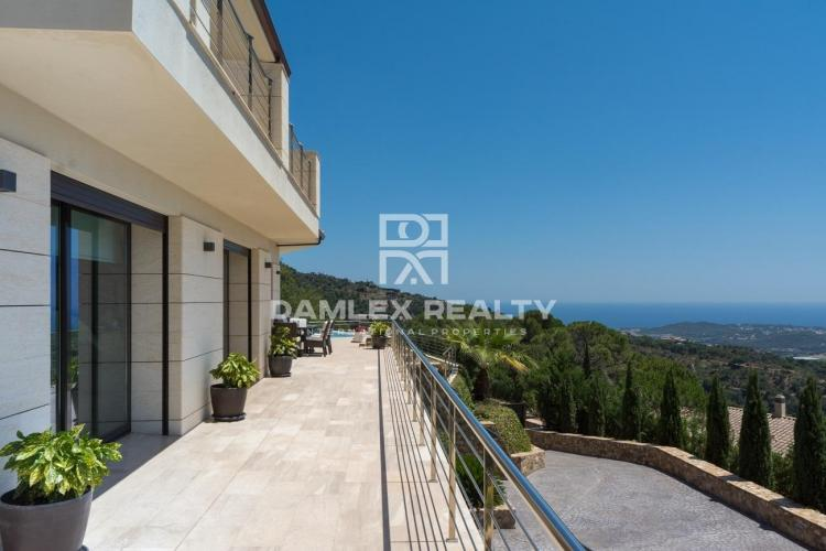 Prestigious villa with panoramic view of the Mediterranean Sea