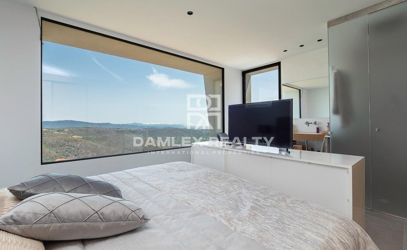 Luxury home of modern design with sea views