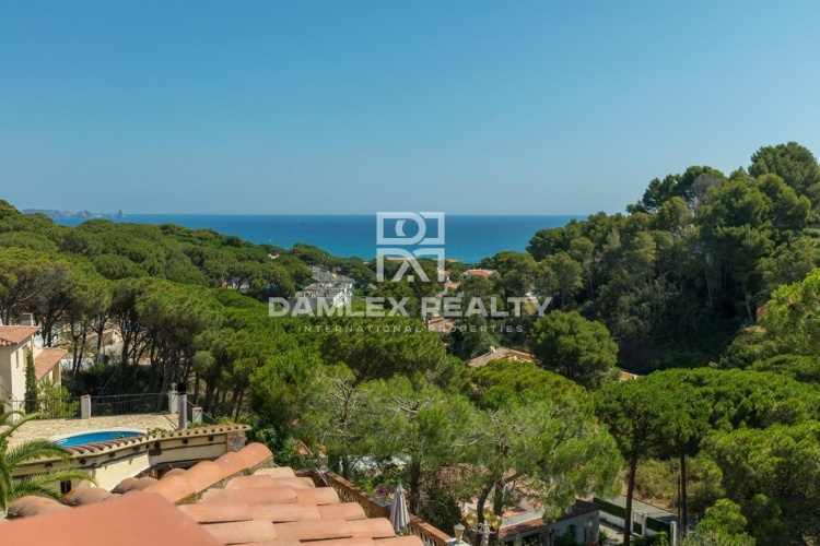 Villa with tourist license 1 km from the beach of Pals.