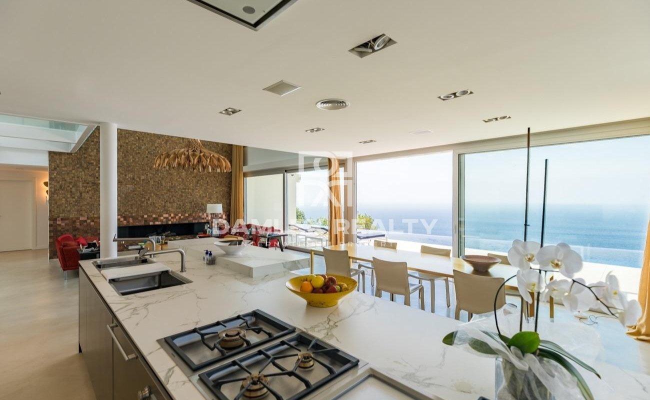 Luxury villa in the prestigious urbanization of the Costa Brava