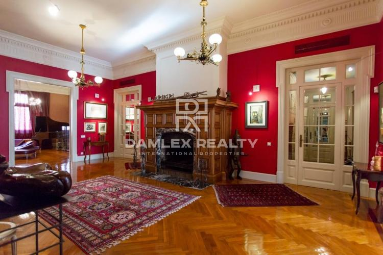 Exclusive apartment on Avenida Diagonal, 5 minutes walk from Paseo de Gracia.