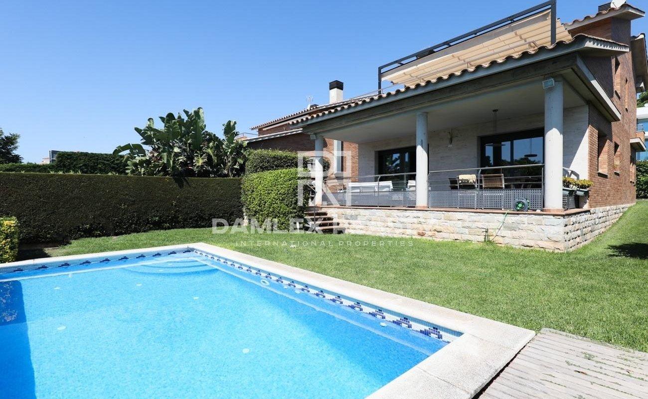Beautiful villa near the beach