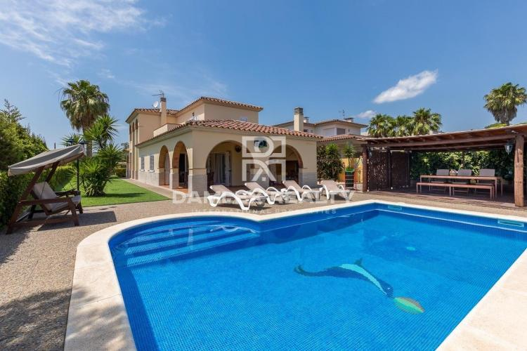 Villa with tourist license in a quiet urbanization of Calonge, Costa Brava