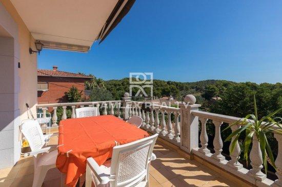 Villa in a quiet urbanization on the Costa Brava