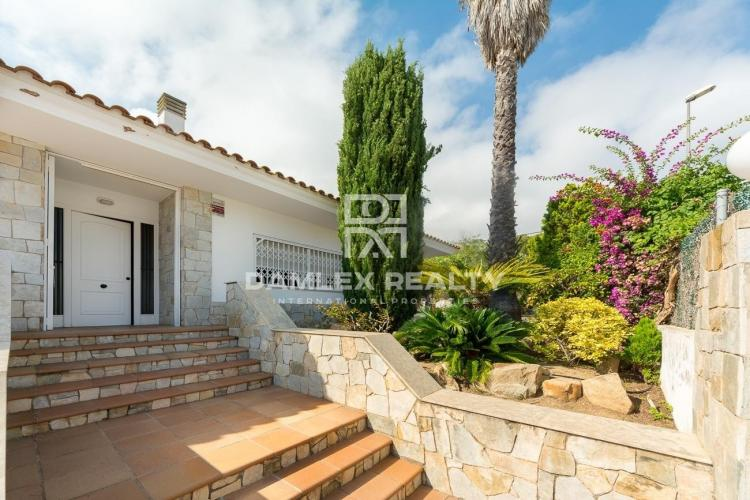 Villa located at 550 meters from the beach