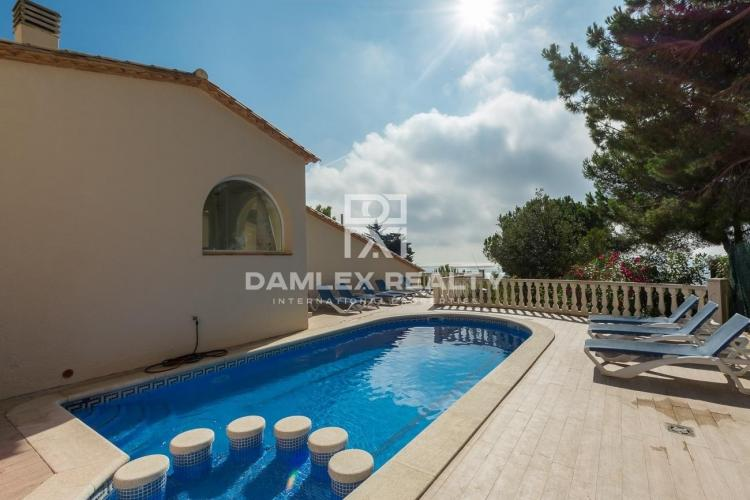 Modern villa with sea views and rental license