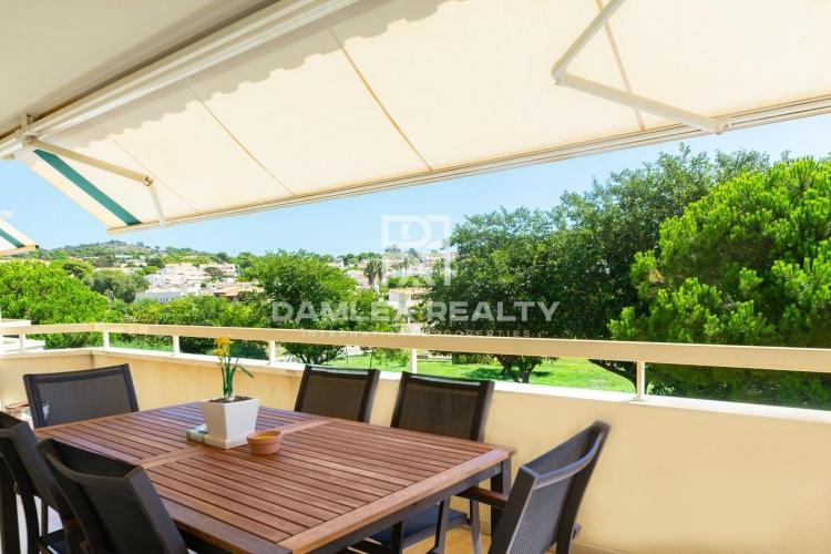 Duplex 400 meters from the beach