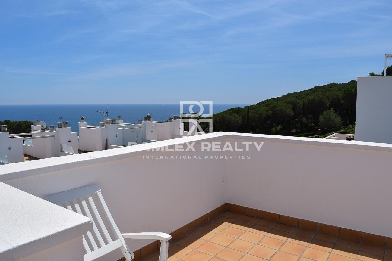 Nice townhouse a few meters from the beach.