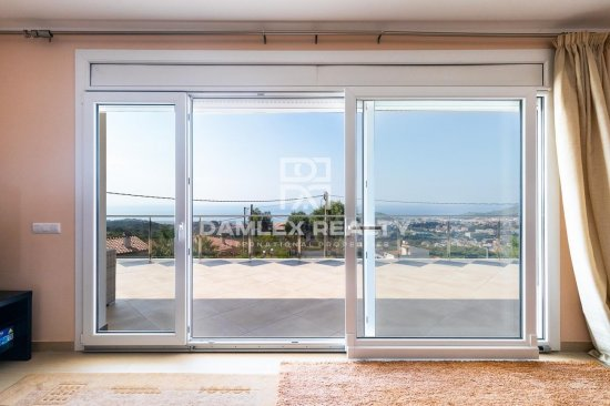 Villa in Lloret de Mar with panoramic sea views.