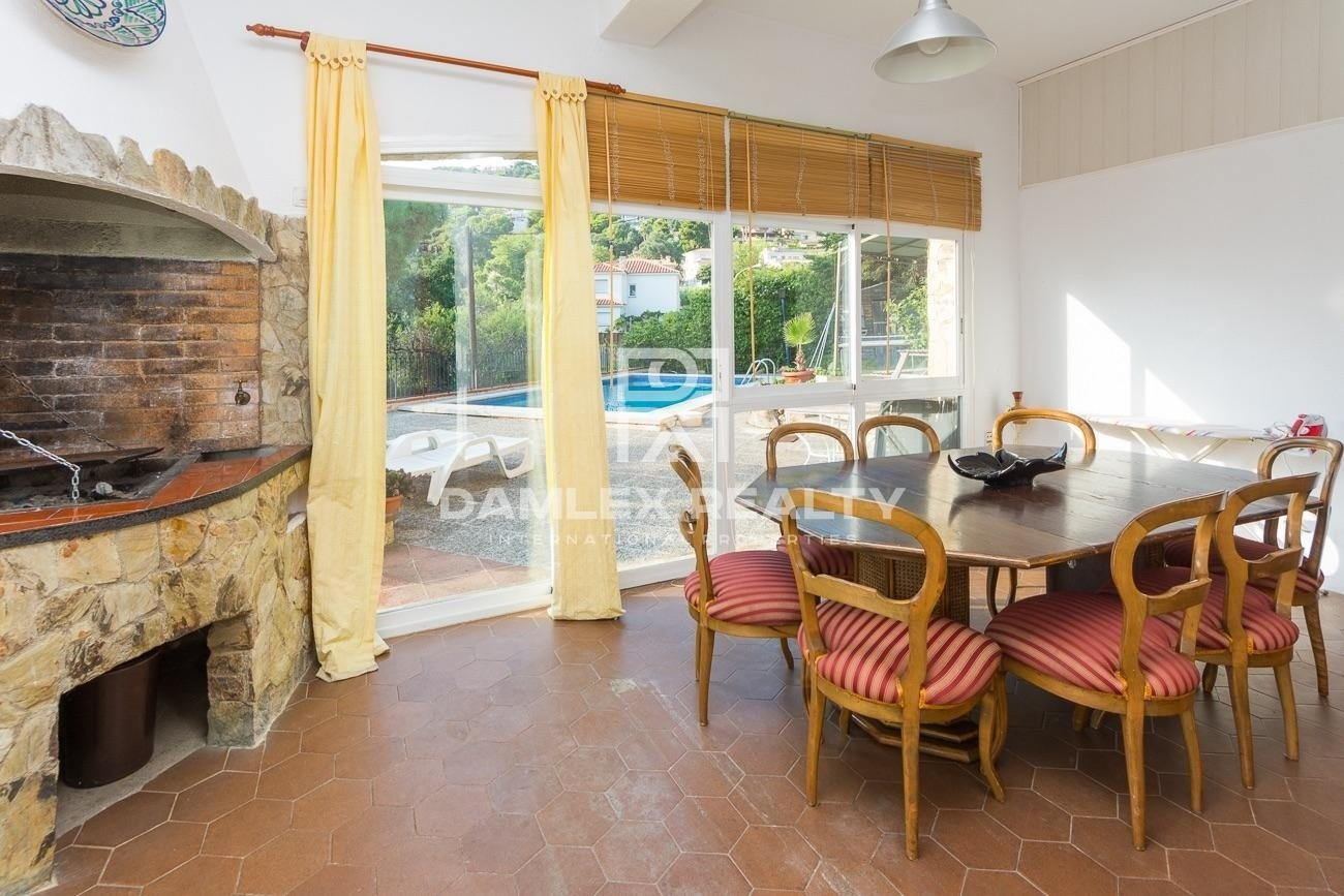 Remarkable property with seaviews and touristic licence