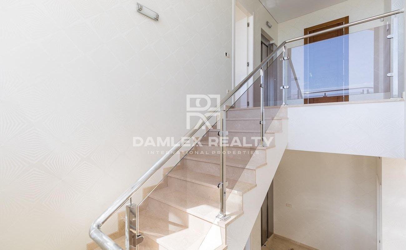 Luxury villa in the urbanization Santa Maria de Llorell