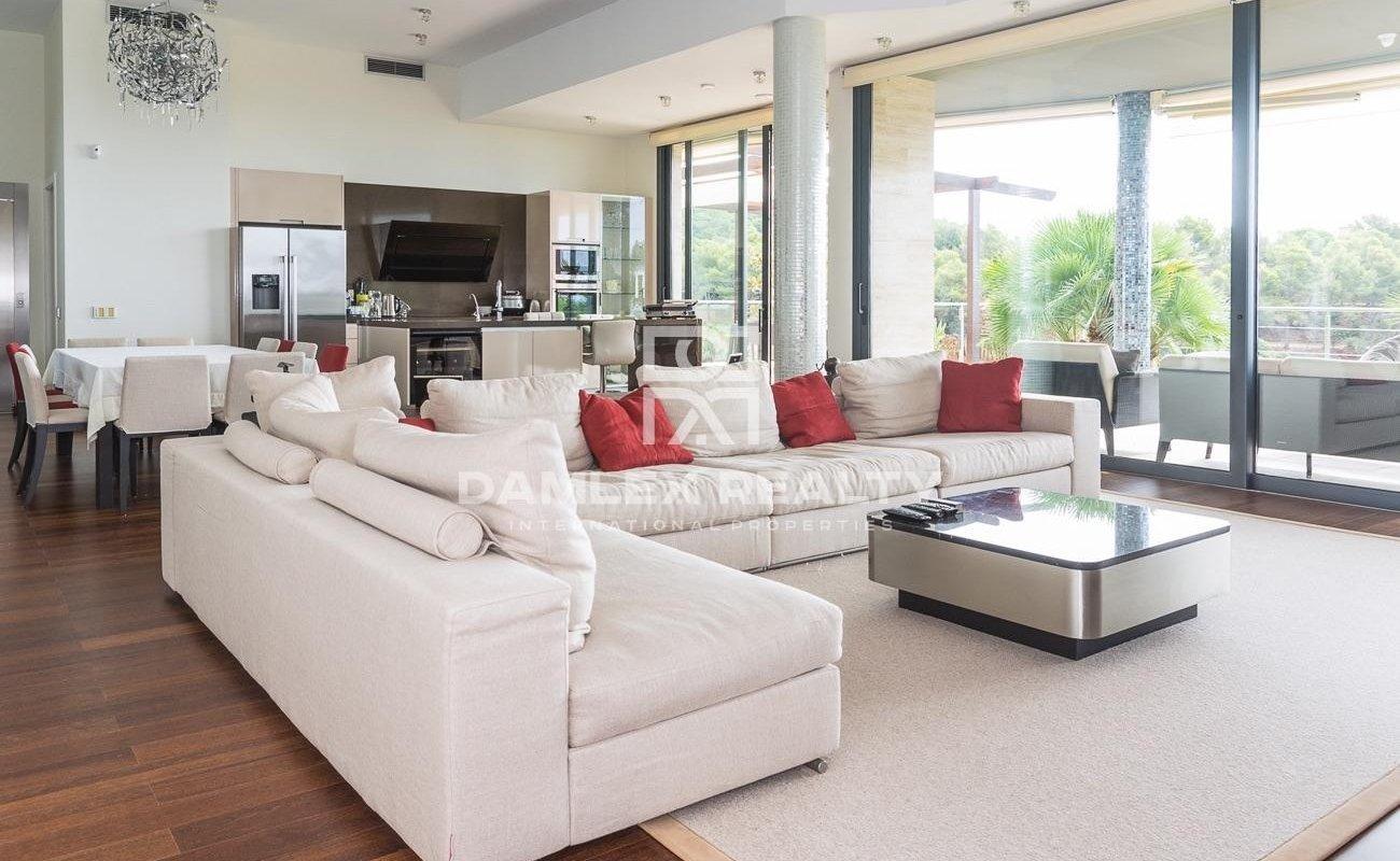 Luxury villa for sale in an urbanization in Tossa de Mar