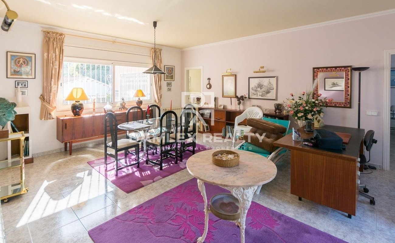 Charming house located in a very quiet area on the heights of Lloret.