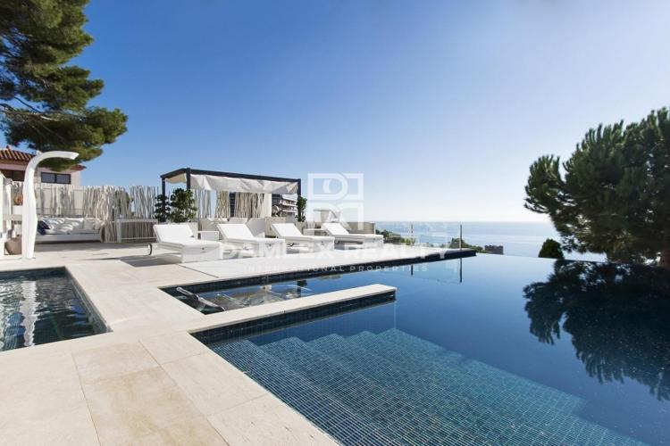 Exclusive villa with a splendid seaview