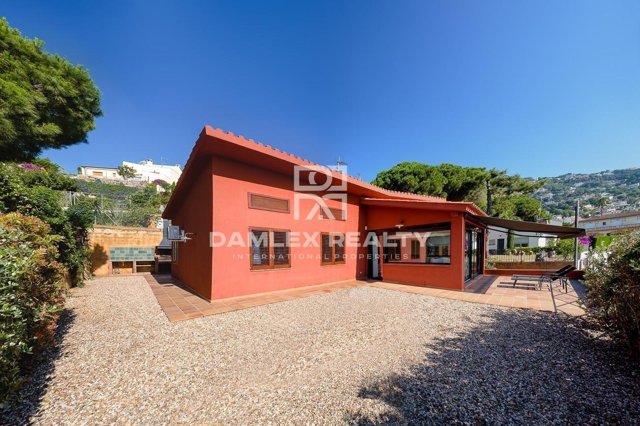 Modern house 1 km from the beach