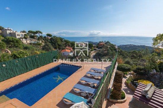 House with panoramic sea views in the urbanization Serra Brava, with tourist license
