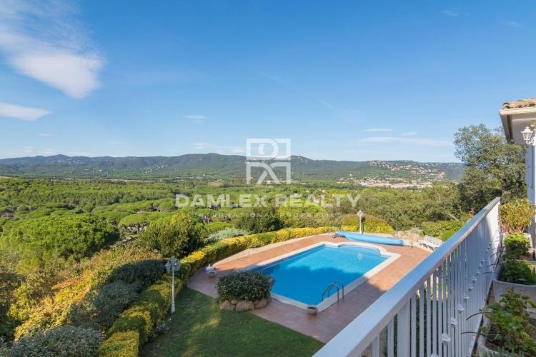 House in Golf Costa Brava residential area with great view to the valley and the mountain
