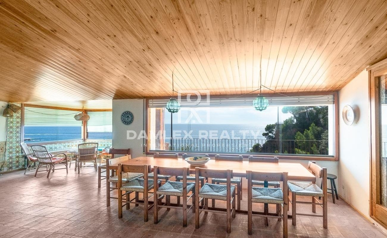 Fist line house with incredible seaviews