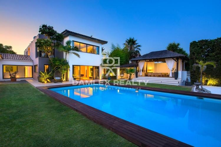 Modern villa in the urbanization between Marbella and Estepona