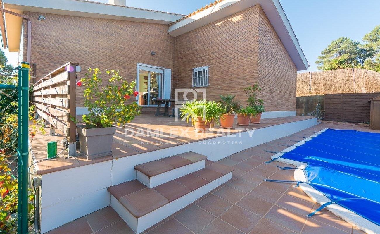 Modern villa in beautiful natural environment