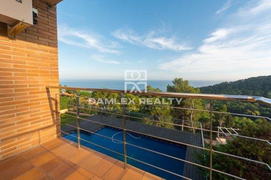 Modern house with incredible sea views in Santa Cristina