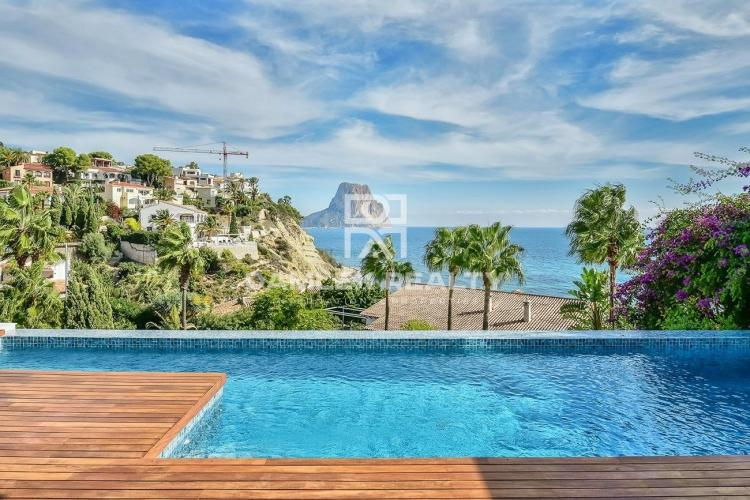 Luxury villa with 180 meters from the beach