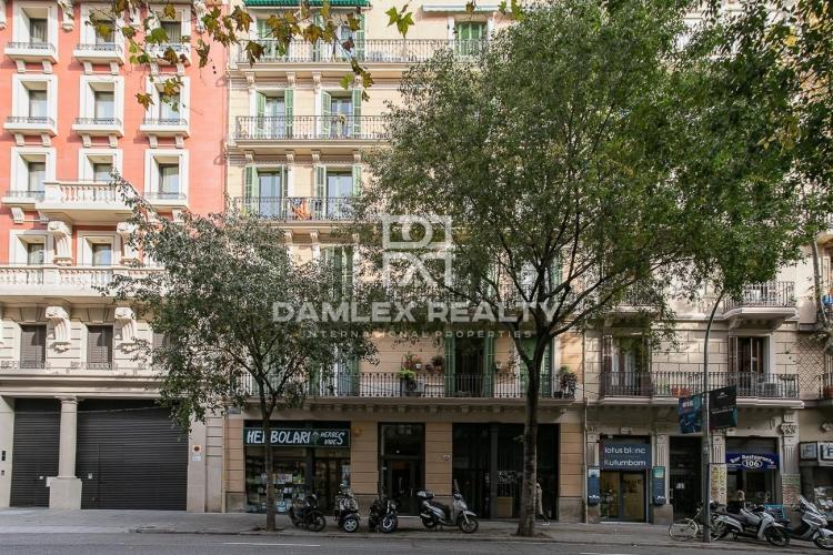 Renovated apartment in the Eixample district
