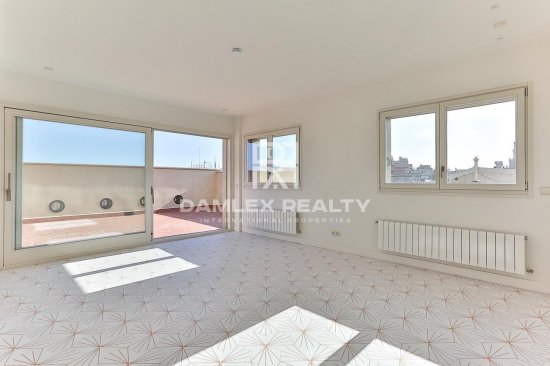 Apartment with a large terrace in the city center.