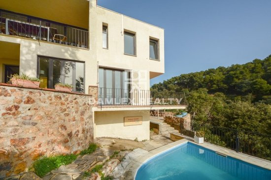 Beautiful house close to private beach of Santa Maria de Llorel