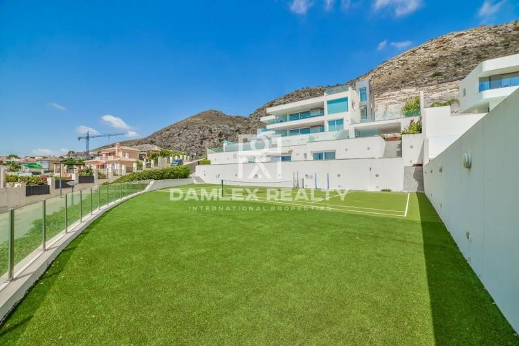 Villa with panoramic sea views and 2 guest apartments in Sierra Cortina Finestrat, Benidorm/Alicante