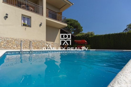 LOVELY FAMILY HOUSE WITH POOL AND GARDENS IN LLORET RESIDENCIAL