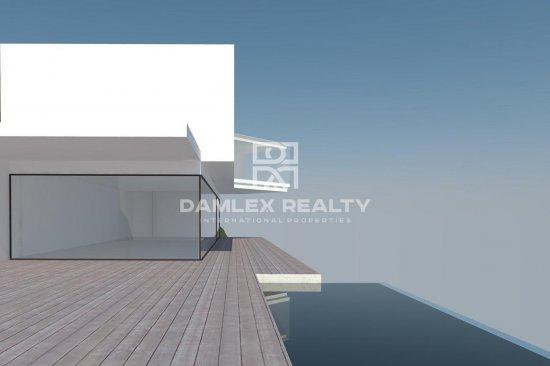 Contemporanean villa on the first line of the sea