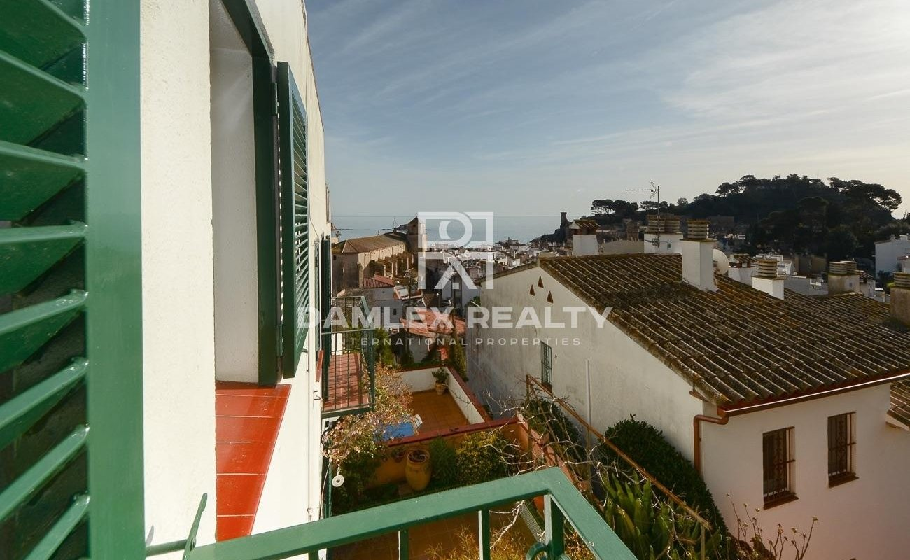 Terraced House with view sea