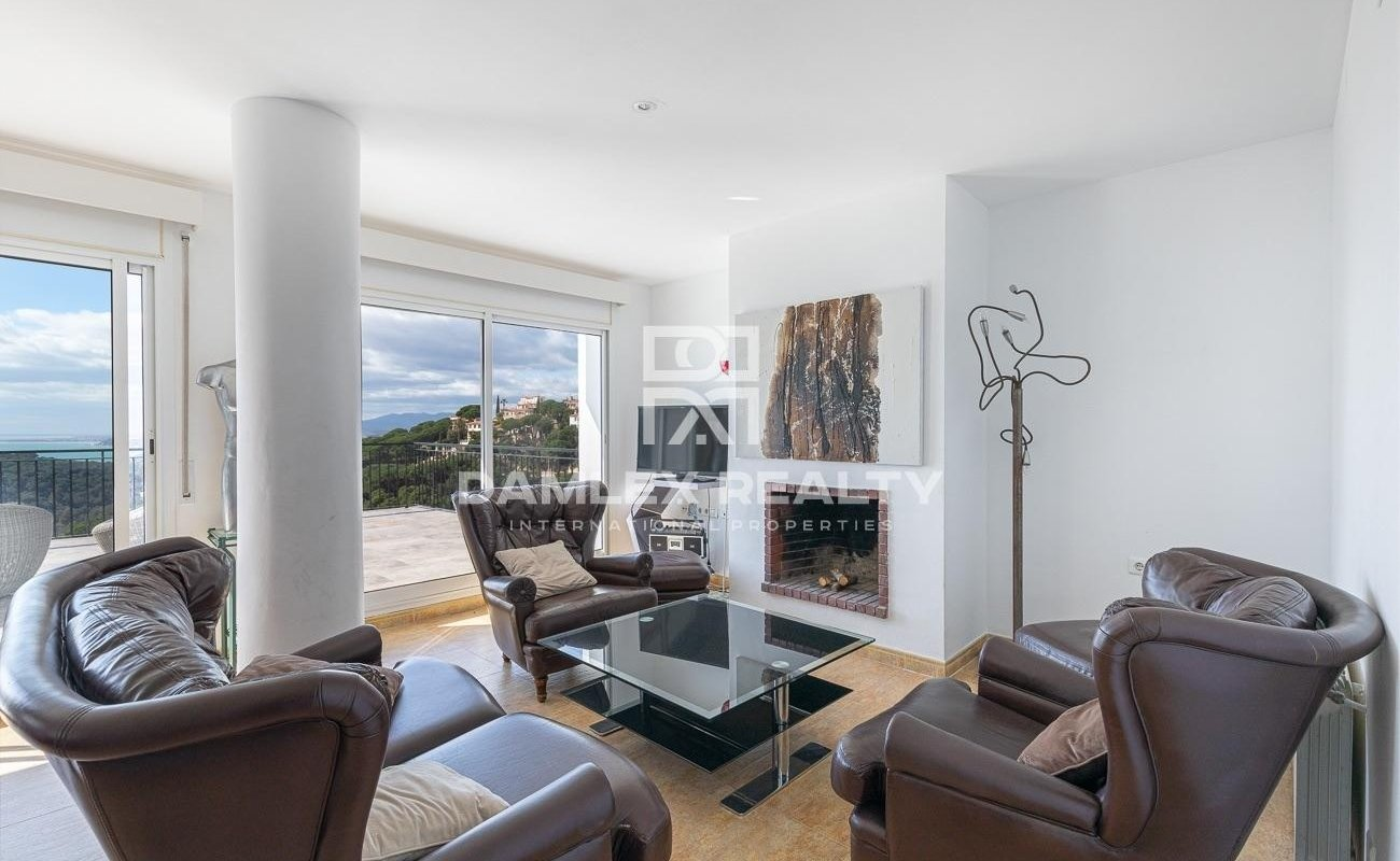 House with spectacular sea view with tourist licence