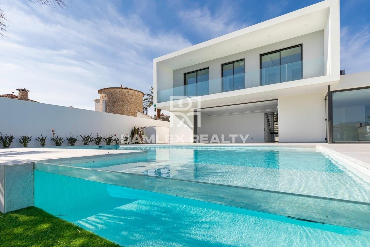 Luxury villa in Empuriabrava with its own pier 19 meters