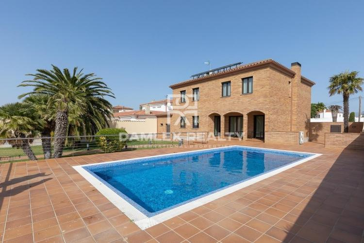 Luxury Villa on the Grand Canal in Empuriabrava