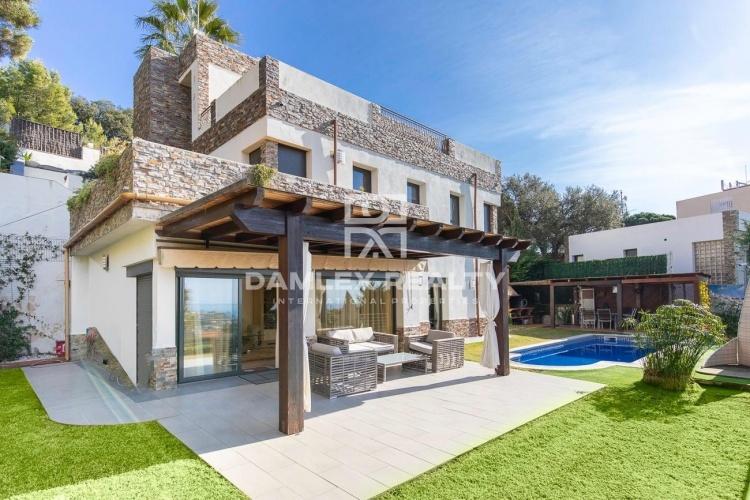 Nice house in Urcasa urbanization with good sea view