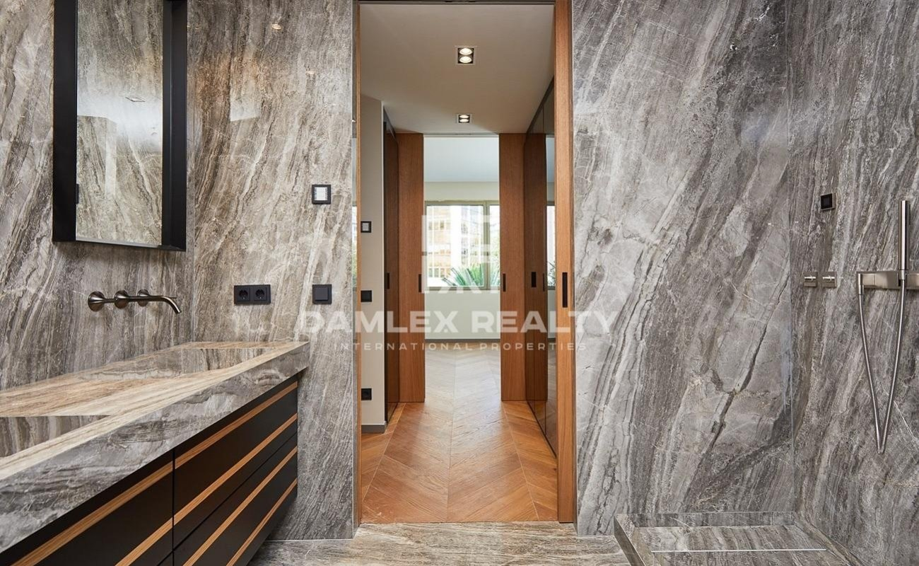 Beautiful renovated apartment in one of the prestigious areas of Barcelona.