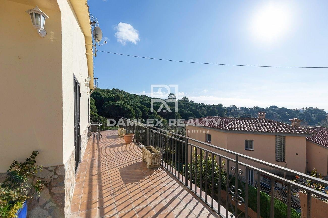 House with sea views, in the urbanization Roca Grossa