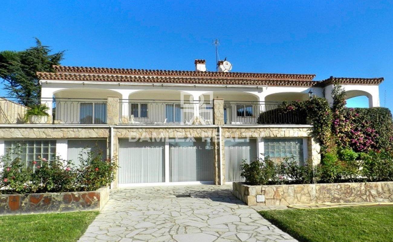 Neoclassical villa next to the beach of Sant Feliu de Guixols