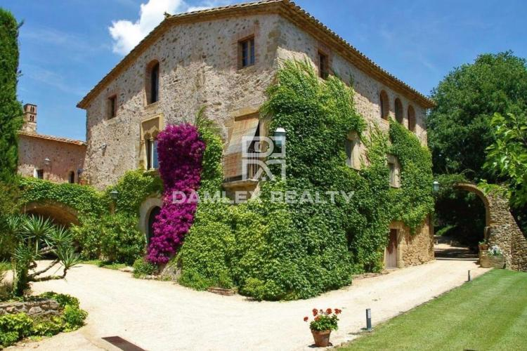 Luxury farmhouse from the 15th century