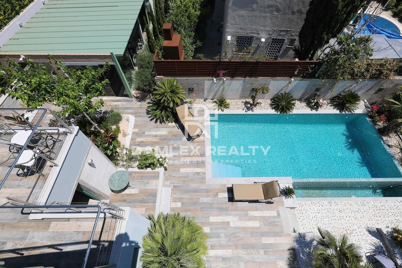 Modern villa with panoramic sea views and near the beach
