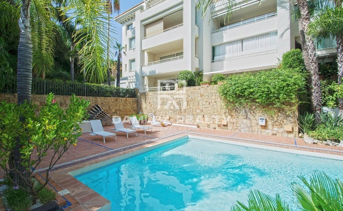 Ground floor apartment with private pool and garden
