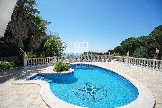 Villa with pool and sea views in the Roca Grossa urbanization, Lloret de Mar